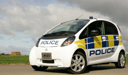 polizei-mitsubishi-miev-in-england