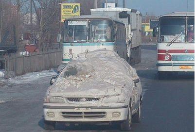 schnee-vom-auto-enfernen