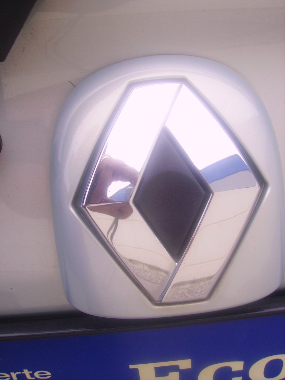 renault-twingo-emblem-logo