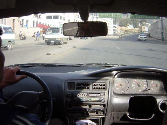 links-oder-rechts-gesteuertes-auto