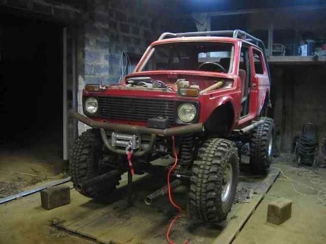 lada-monster-truck-von-vorne