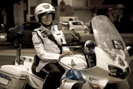 hubsche-polis-motorrad