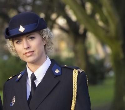 niederlandische-blonde-polizistin