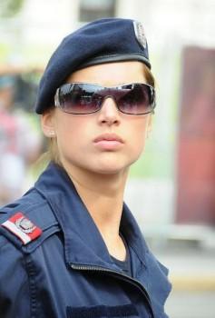 osterreichische-hubsche-polizistin-schon