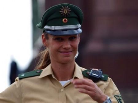 schone-deutsche-polizistin