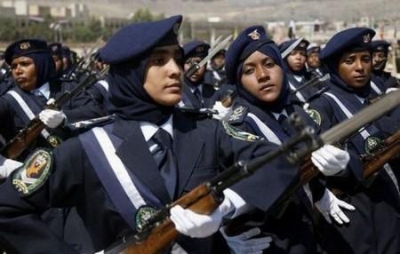 yemen-polizistin-parade