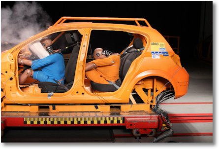 adac-test-crashtest-heckpassagiere