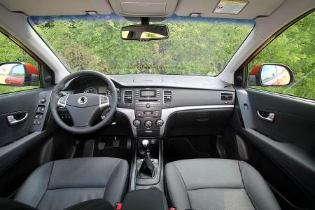 ssangyong-korando-cockpit-innenraum