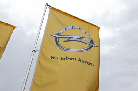 Opel Logo Fahne Wir leben Autos