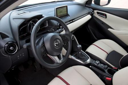 Mazda2_2015_Cockpit